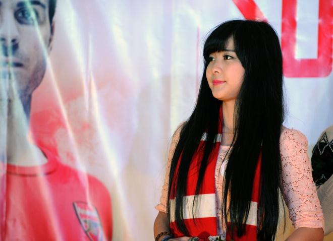 'Crying girl' yeu Arsenal nhung U19 Viet Nam moi la so 1 hinh anh 1