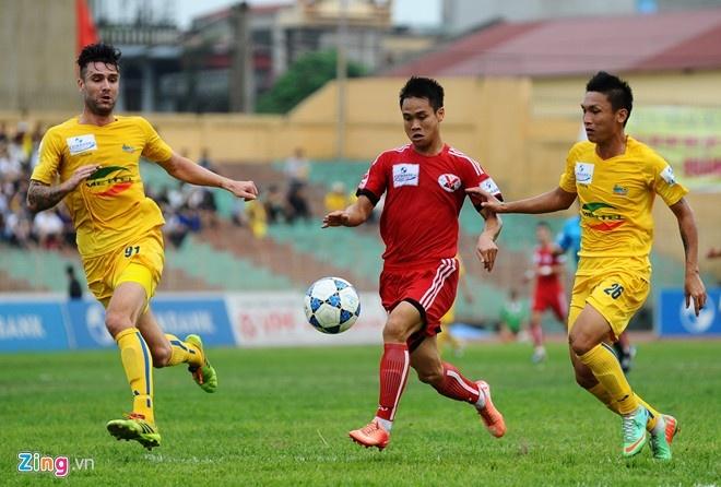 5 ung vien vo dich tai V.League 2015 hinh anh 5 Thanh Hóa (áo vàng) vẫn sẽ là ngựa ô tại V.League 2015. Ảnh: Tùng Lê