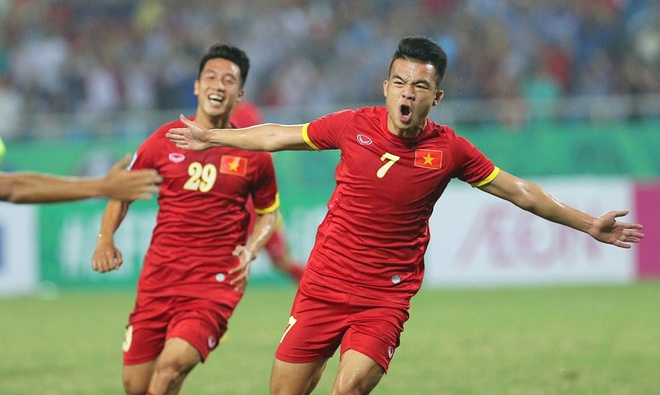 'Hot boy xu Nghe' hoc theo Ronaldo ghi sieu pham hinh anh