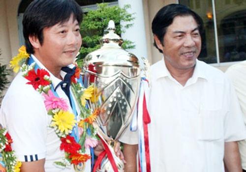 Ong Nguyen Ba Thanh va triet ly vao san la choi het minh hinh anh