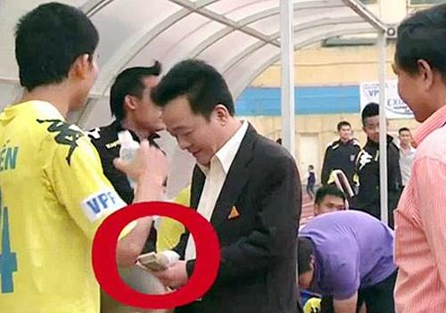 Het thoi cac ong bau vung tien ty thuong Tet o V.League hinh anh