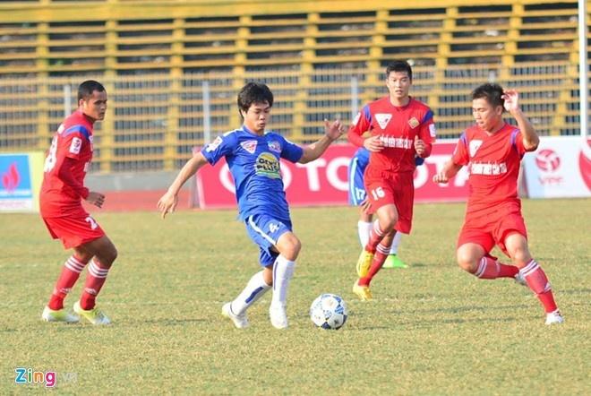 'Dua vao lua Cong Phuong thi kho qua vong loai U23' hinh anh 1 Công Phượng mờ nhạt trong thất bại 1-3 trước Cần Thơ ở V.League. Ảnh: Nguyễn Đăng