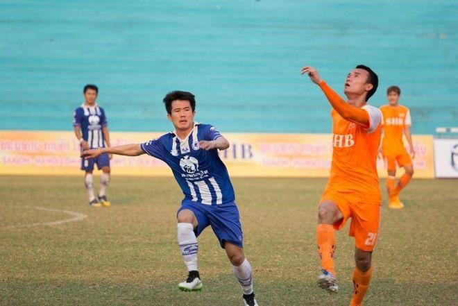 Cuu vua pha luoi U19 DNA buon vi bi HLV Miura phot lo hinh anh 1 Xuân Nam (áo vàng) trong một trận đấu ở Lao League. Ảnh: NVCC