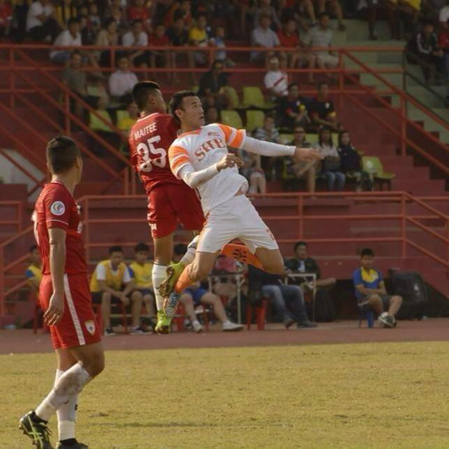 Cuu vua pha luoi U19 DNA lo co hoi thuyet phuc HLV Miura hinh anh 1 Xuân Nam (áo trắng) trong một trận đấu ở Lao League.