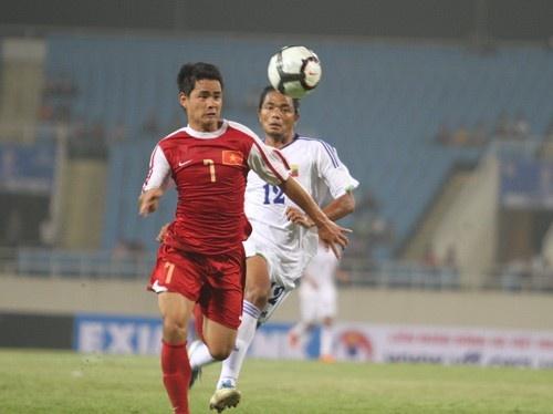 Đình Tùng đá chính trên hàng công của U23 Việt Nam tại SEA Games 26, dưới thời HLV Falko Goetz. Ảnh: Bưu điện Việt Nam