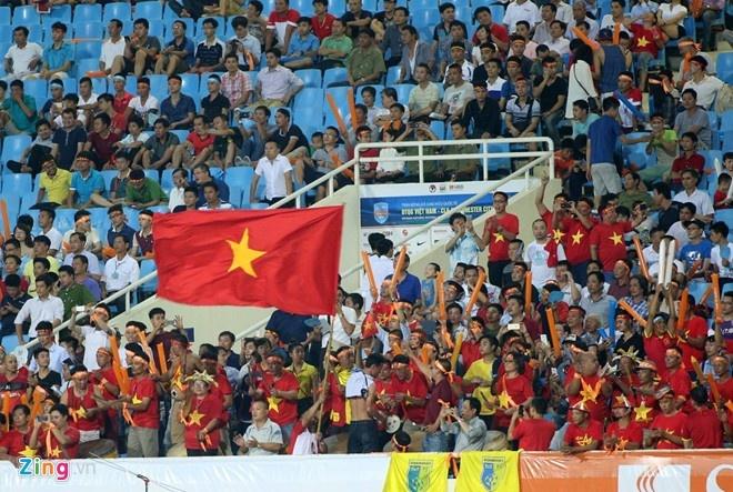 Bau Hien lo it nhat 10 ty khi moi Man City sang VN hinh anh 2 Các khán đài sân Mỹ Đình không được lấp kín giống cuộc tiếp đón Arsenal năm 2013. Ảnh: Anh Tuấn
