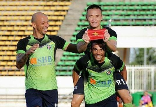 Tien dao Viet Nam duoc de cu cau thu xuat sac cua Lao League hinh anh