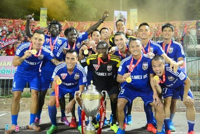 5 an tuong lon nhat ve V.League 2015 hinh anh 2 Sau khi trở thành CLB đầu tiên vô địch V.League lần thứ 3 ở mùa giải trước, Bình Dương tiếp tục xác lập thêm kỷ lục mới ở sân chơi trong nước. Ảnh: Nguyễn Đăng