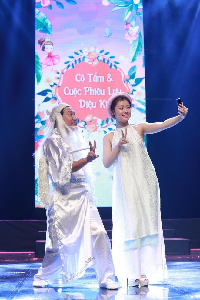 Quang Thang hoa than thanh ong But selfie cung co Tam hinh anh 1