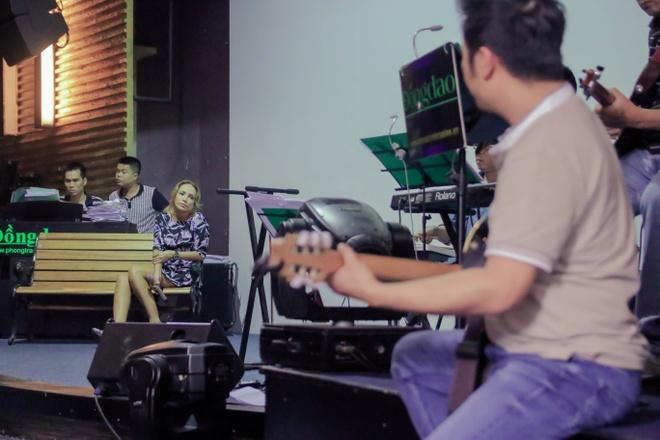 Thanh Ha phan khich khi duoc Bang Kieu dem dan guitar hinh anh 4