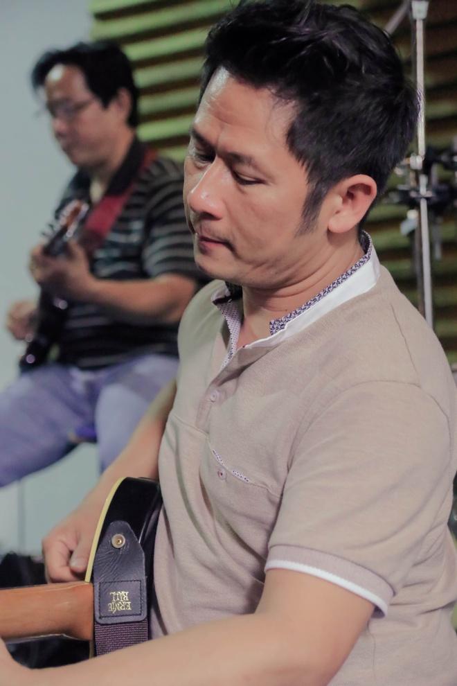 Thanh Ha phan khich khi duoc Bang Kieu dem dan guitar hinh anh 6
