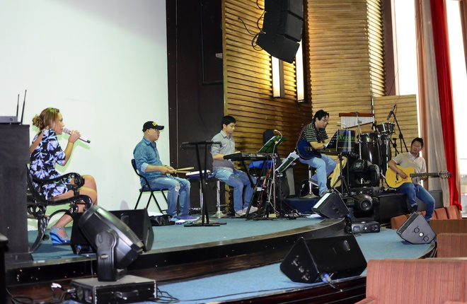Thanh Ha phan khich khi duoc Bang Kieu dem dan guitar hinh anh 5
