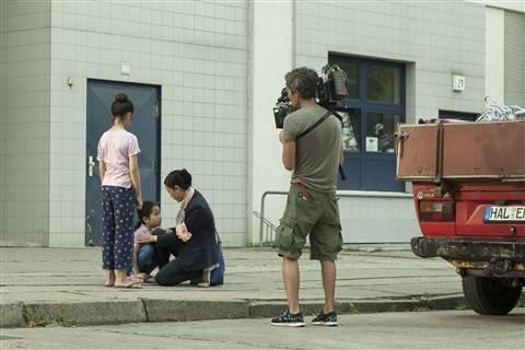 Chieu Xuan ke chuyen khoc tu sang den chieu trong phim Duc hinh anh 2