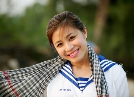MC Hoang Linh: 'Toi yeu nhieu va do vo cung nhieu' hinh anh