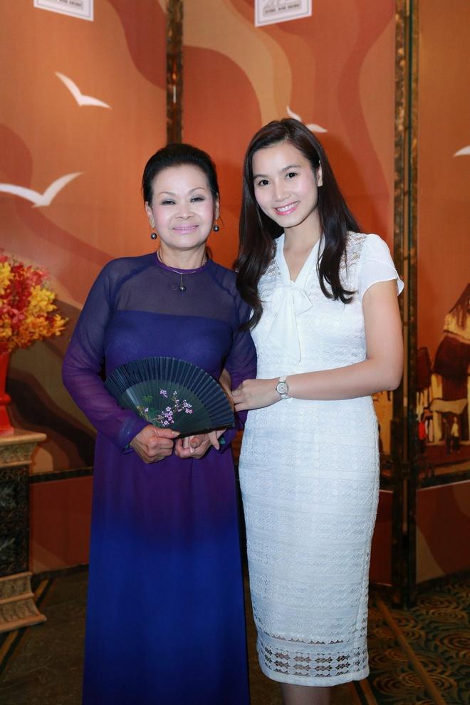 Luong Giang dan chuyen cho Khanh Ly anh 1