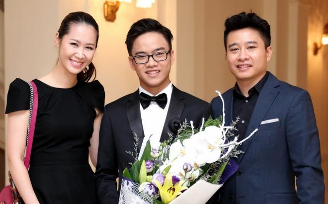 Vo chong Duong Thuy Linh co vu em trai bieu dien piano hinh anh