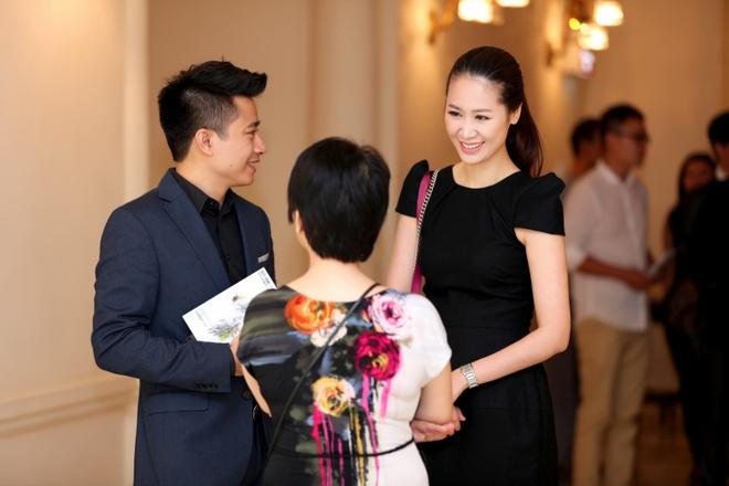 Vo chong Duong Thuy Linh co vu em trai bieu dien piano hinh anh 5