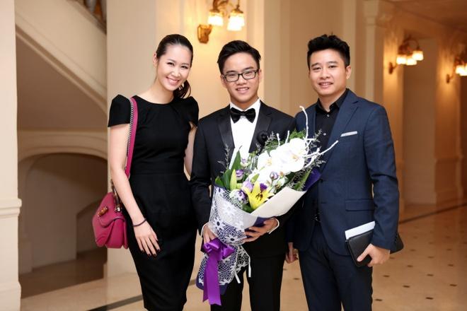 Vo chong Duong Thuy Linh co vu em trai bieu dien piano hinh anh 4