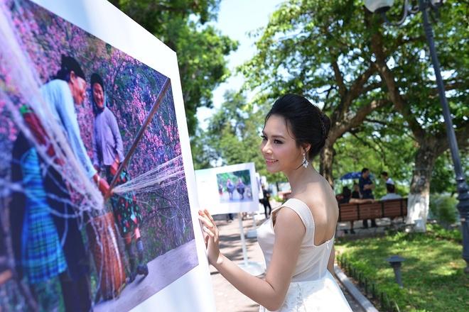 A hau Thanh Tu hoi ngo hoa hau Ngoc Han tai su kien hinh anh 3