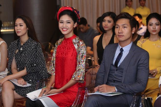 A hau Thanh Tu hoi ngo hoa hau Ngoc Han tai su kien hinh anh 4