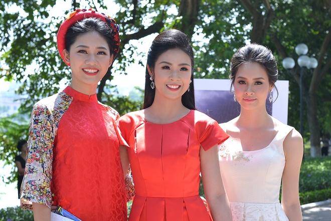 A hau Thanh Tu hoi ngo hoa hau Ngoc Han tai su kien hinh anh