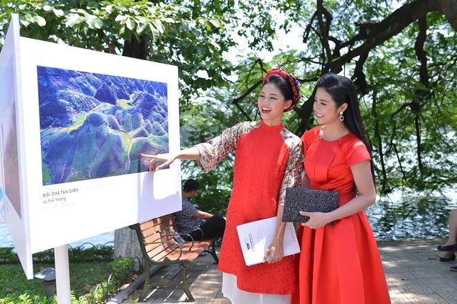 A hau Thanh Tu hoi ngo hoa hau Ngoc Han tai su kien hinh anh 2