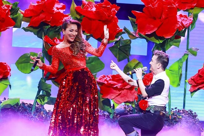 Show Mr. Dam tai Ha Noi gay an tuong voi san khau bieu dien hinh anh