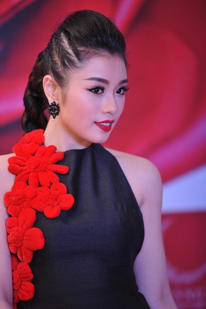 Thu Hang ket hop e-kip Ho Ngoc Ha anh 1