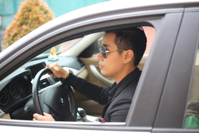 MC Nguyen Khang tu lai xe hop den quay hinh Sing My Song hinh anh