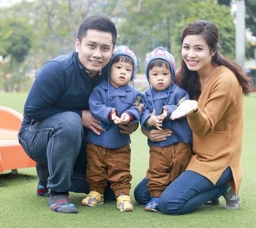 Ly hon Hoang Linh, MC Trung Nghia nhan cham soc 2 con hinh anh 1