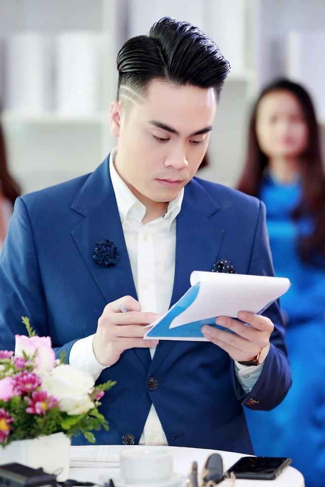 MC Thai Dung tang hoa mung sinh nhat Huyen My anh 6