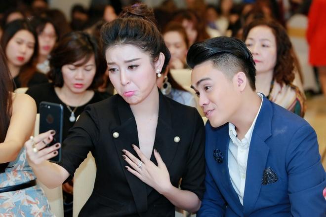 MC Thai Dung tang hoa mung sinh nhat Huyen My anh 1