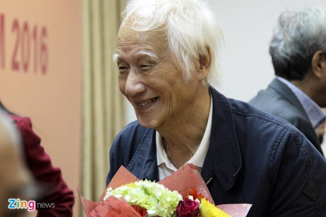 Nha van Vu Hung: Giai sach hay la niem hanh phuc voi tac gia hinh anh