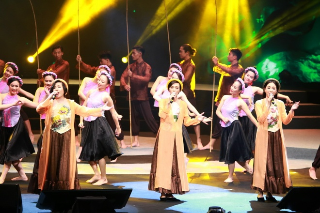 Thu Phuong lam roi micro trong show Pho Duc Phuong hinh anh 7