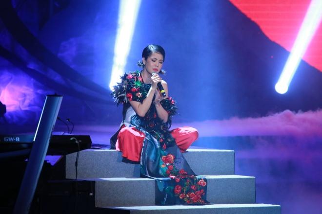 Thu Phuong lam roi micro trong show Pho Duc Phuong hinh anh 1