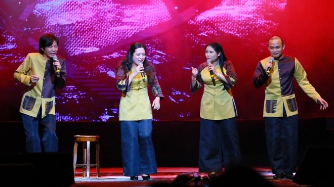 Thu Phuong lam roi micro trong show Pho Duc Phuong hinh anh 10
