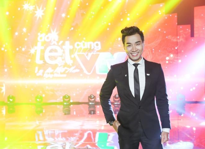 Son Tung M-TP hao hung selfie voi MC Nguyen Khang hinh anh 4