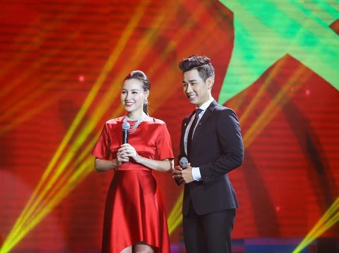 Son Tung M-TP hao hung selfie voi MC Nguyen Khang hinh anh 5