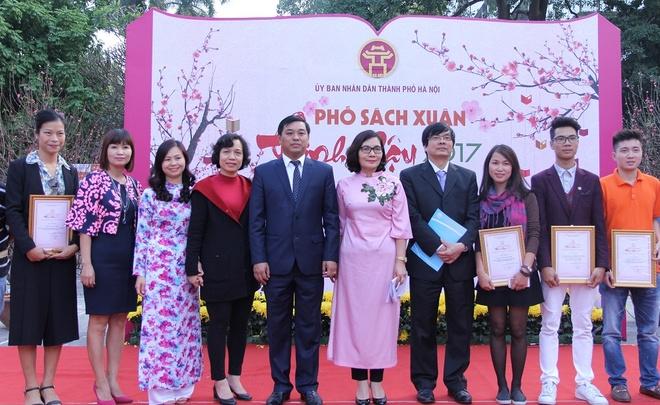 Pho Sach Xuan doanh thu anh 2