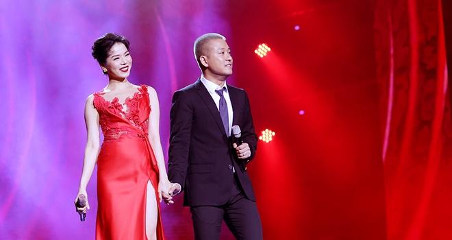 Tuan Hung - Le Quyen hoa than thanh tinh nhan tren san khau hinh anh 1