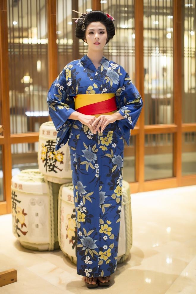 Hoa hau Ngoc Han, My Linh do dang voi trang phuc kimono hinh anh 3
