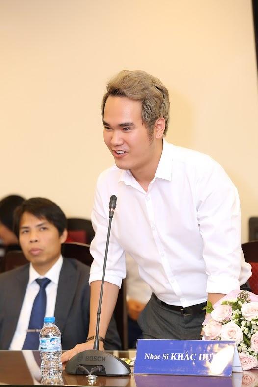 Khac Hung noi ve viec hit cua Son Tung giong nhac Nhat hinh anh 1