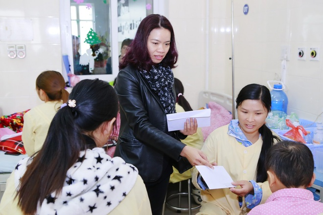 MC Anh Tuan va vo Tran Lap tang 220 trieu dong cho benh nhan ung thu hinh anh 4