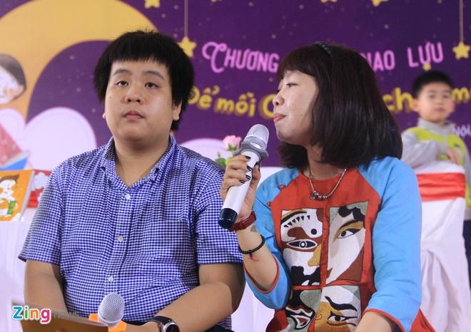 Tre em vay kin Do Nhat Nam de nghe ke chuyen bang tieng Anh hinh anh