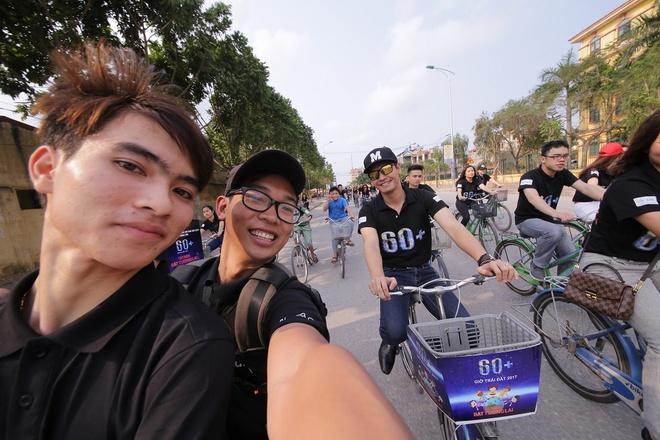 MC Phan Anh dap xe anh 6