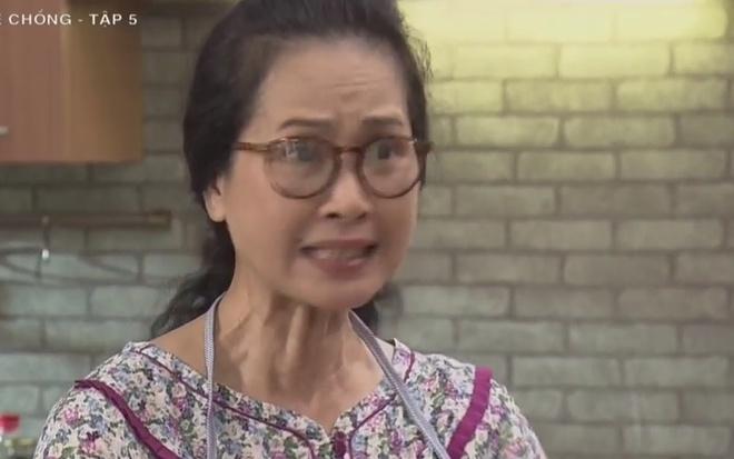 'Song chung voi me chong' tap 5: Ba Phuong nghi con dau an cap vi tien hinh anh