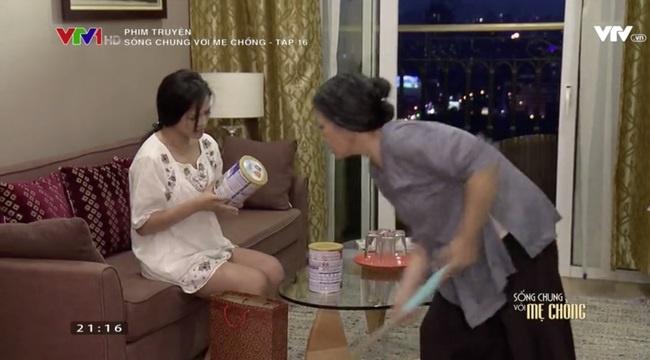 'Song chung voi me chong' tap 16: Ba Phuong bi con dau quat hinh anh 2