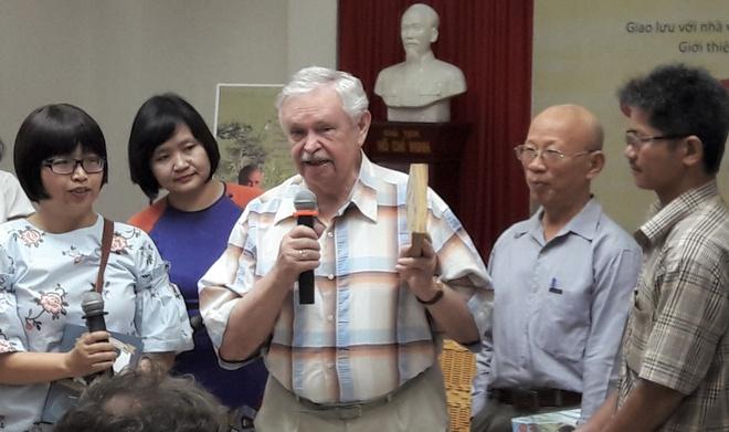 Tre em Viet vay kin 'Ong tuong cua toi' Albert Likhanov hinh anh 1