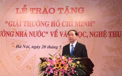 Chu tich nuoc trao giai thuong Ho Chi Minh ve van hoc, nghe thuat hinh anh