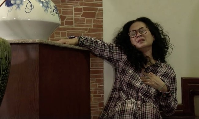 'Song chung voi me chong' tap 21: Van ra o rieng, ba Phuong bat luc hinh anh 1